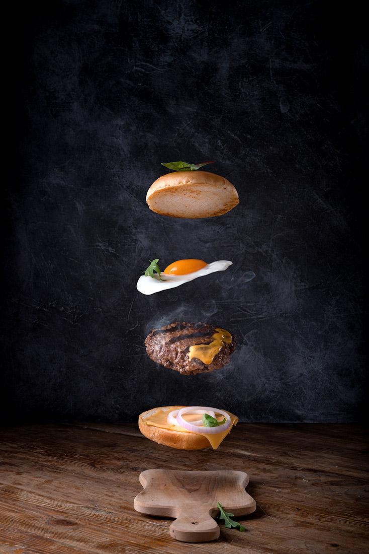 левитация бургер, котлета, сыр, яйцо, вкусная булочка, фуд-фотограф